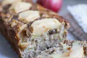 Ricetta plumcake mele cannella uvetta senza glutine latticini lattosio uova vegan facile veloce farine naturali