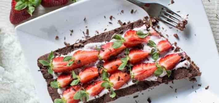 Ricetta crostata frolla cioccolato con fragole con farine naturali no mix pronti senza glutine latticini lattosio uova vegan