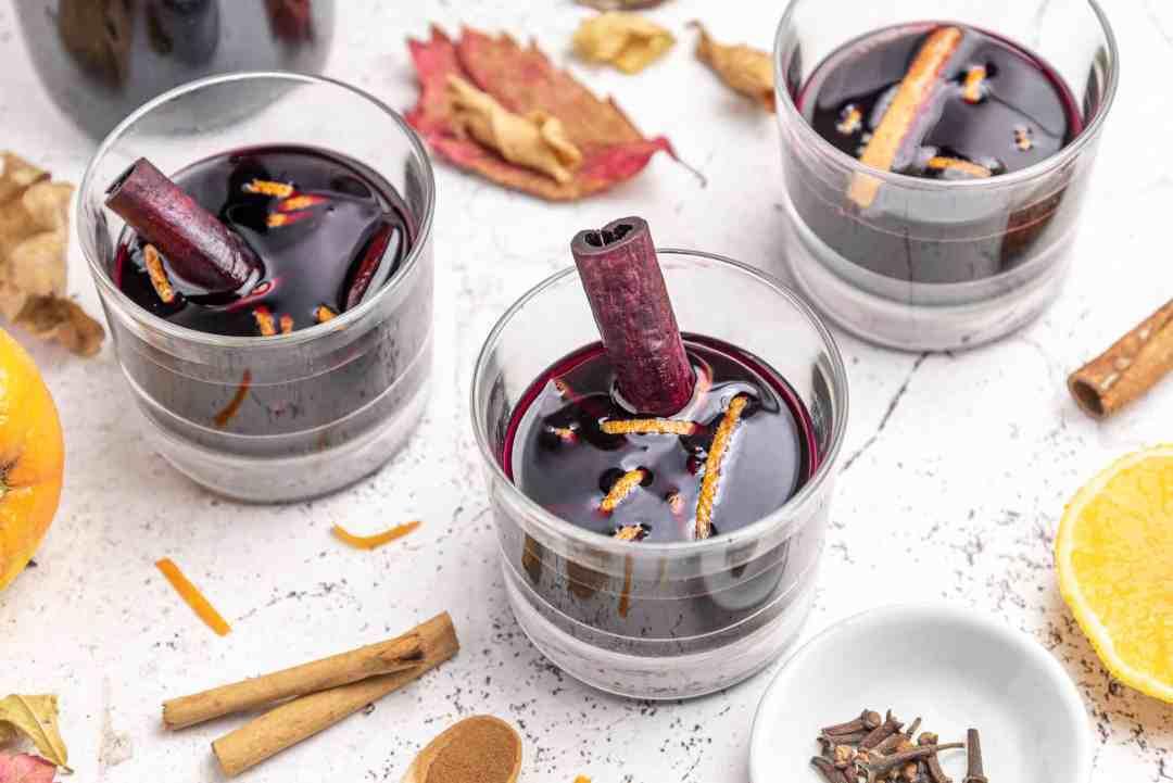 liquore di vino terrano con cannella chiodi di garofano arancia natale