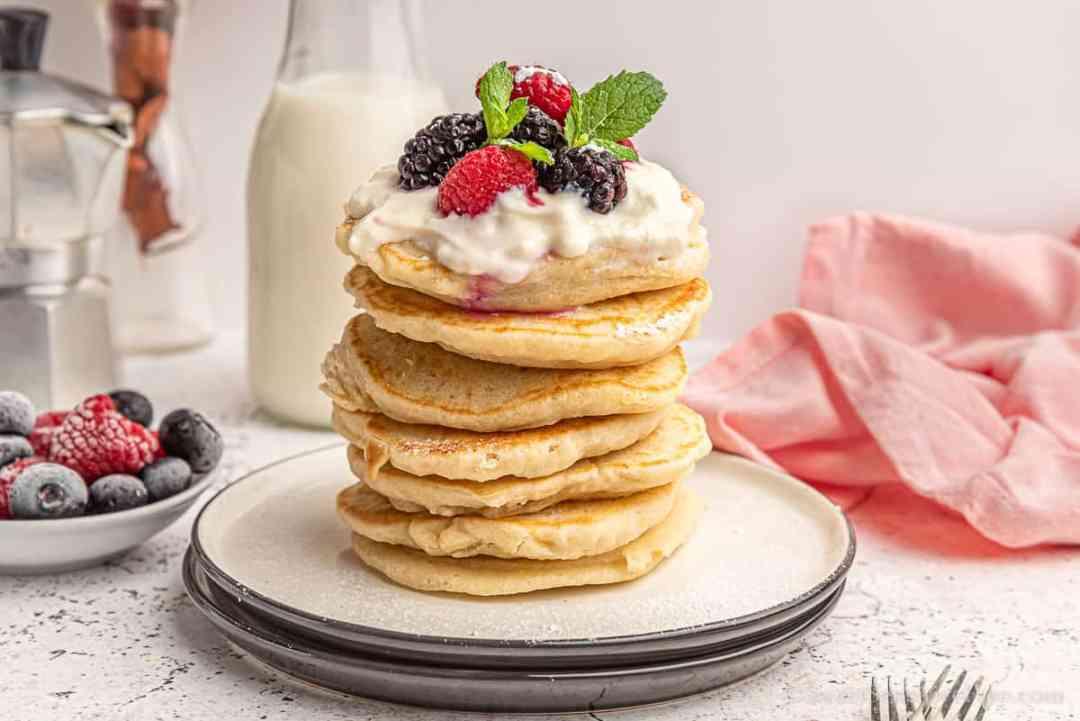 pancakes senza glutine con yogurt frutta fresca