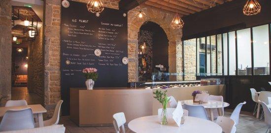 リヨン JEANNINE & SUZANNE|サラダランチのあるインテリアのすてきなカフェ