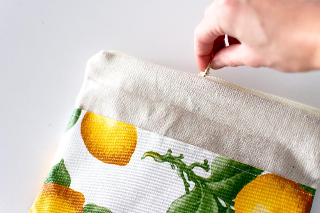 DIY Lemon Pouch by Jenny Bess zipper