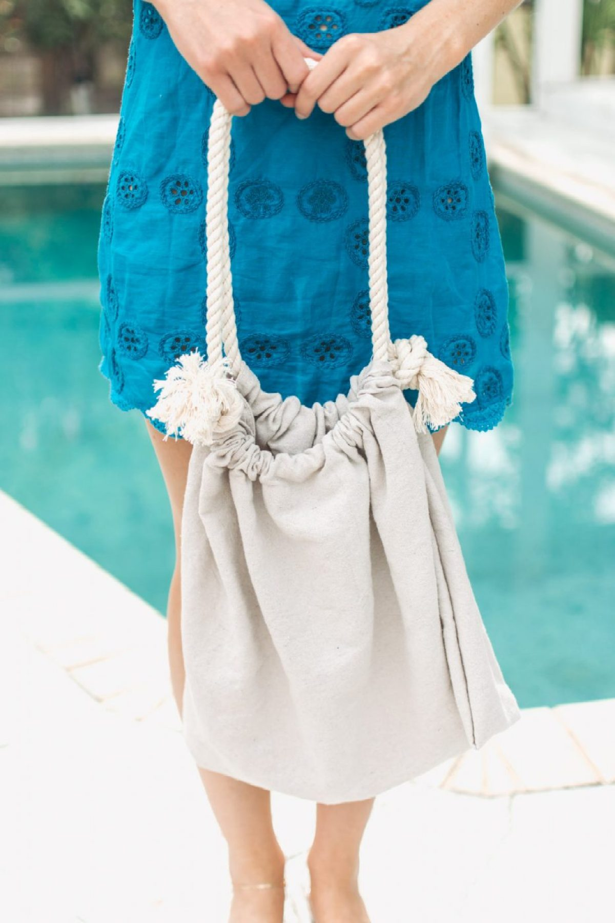 No Sew DIY Canvas Beach Bag by Jenny of Sweet Teal