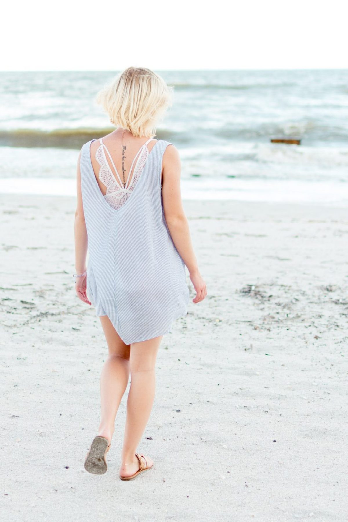 Cotton dress on the beach with Victoria's Secret barrette - Sweet Teal
