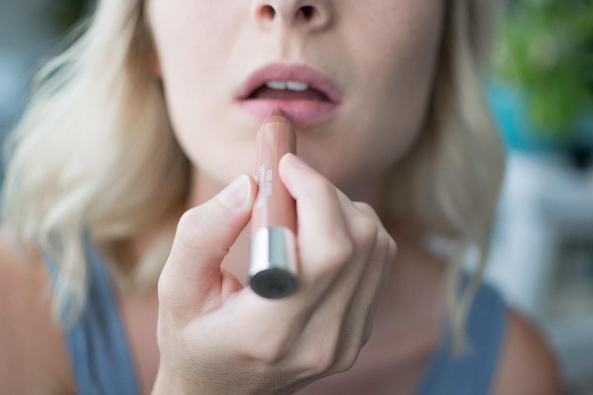 Neutrogena Back To School Makeup Tutorial - Lips - Sweet Teal