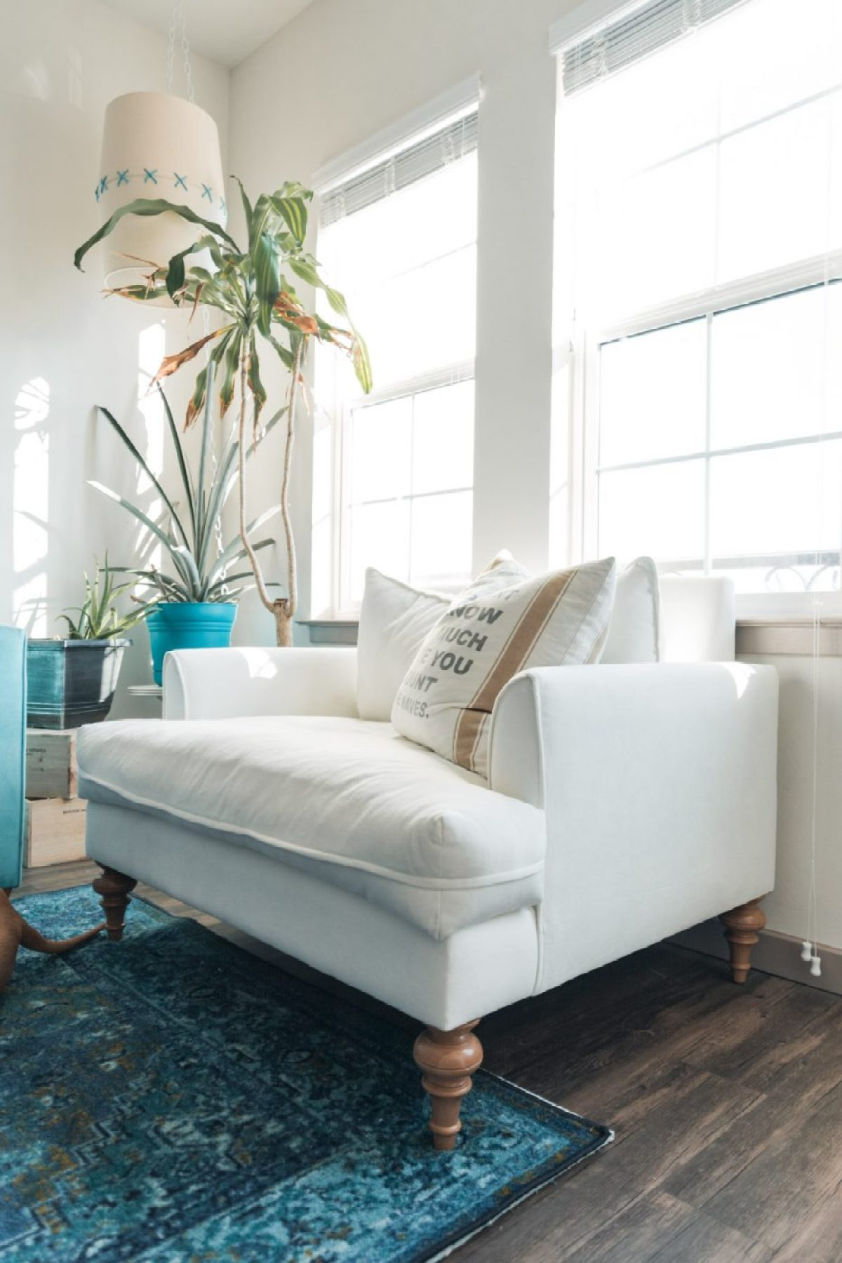 Making the most of an apartment living room - Apt2b - Sweet Teal