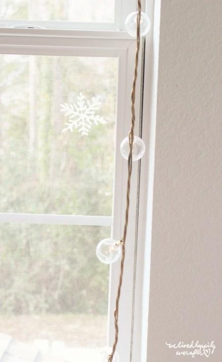 10 DIY Winter Decorations -window snowflakes