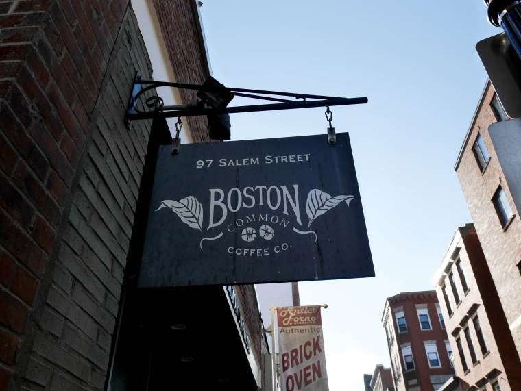 Paul Revere's Home in Boston's North End | www.sweetteasweetie.com