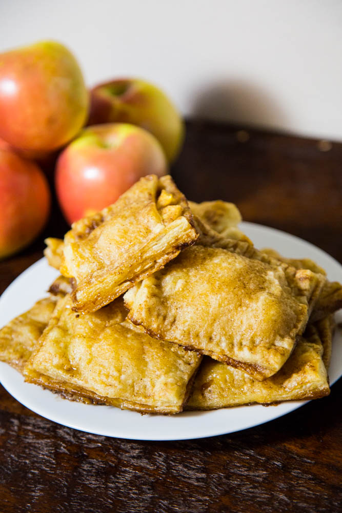 Easy Apple Pocket Pies | www.sweetteasweetie.com