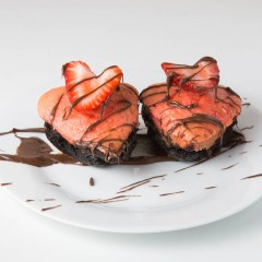 Strawberry Brownie Valentine Cupcakes | www.sweetteasweetie.com