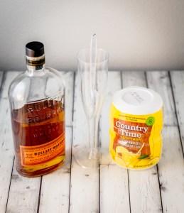 Boozy Peach Lemonade Popsicles | www.sweetteasweetie.com
