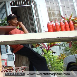 Roucou sauce vendor in Manzanilla in sweet T&T for Sweet TnT Magazine, Culturama Publishing Company, for news in Trinidad, in Port of Spain, Trinidad and Tobago, with positive how to photography.