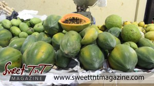 Juicy paw paw (papaya) on sale at the Tunapuna Market in sweet T&T for Sweet TnT Magazine, Culturama Publishing Company, for news in Trinidad, in Port of Spain, Trinidad and Tobago, with positive how to photography.