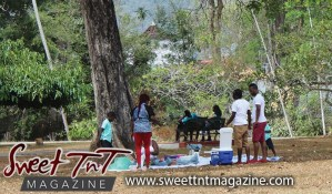 Family having picnic at Botanical Gardens, Port of Spain, Sweet T&T, Sweet TnT, Trinidad and Tobago, Trini, vacation, travel