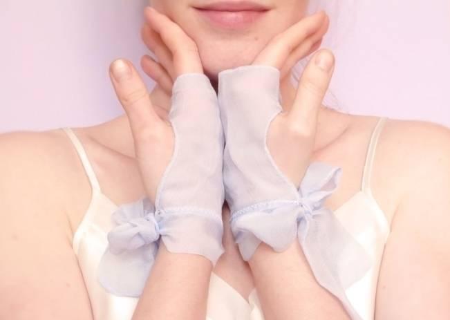 something blue gloves