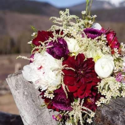 Woodsy Colorado Mountain Wedding {Karen High Photography}