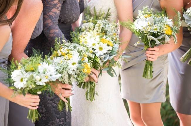 Rustic Outdoor Yellow and Grey Wedding {Idalia Photography} 13