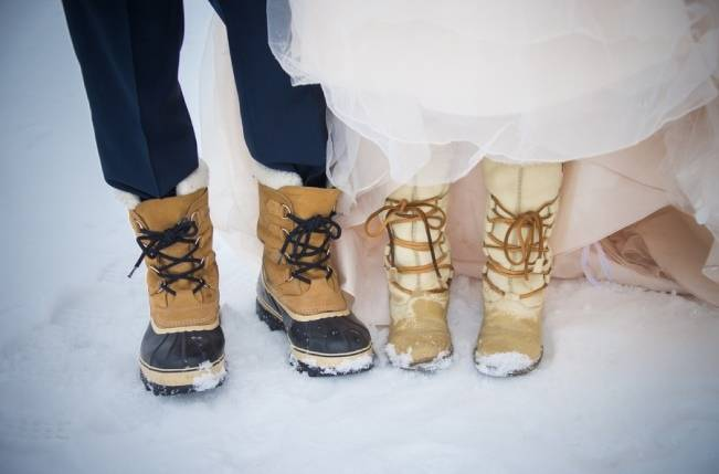 Snowy Winter Wedding in Vermont {Kathleen Landwehrle Photography} 9