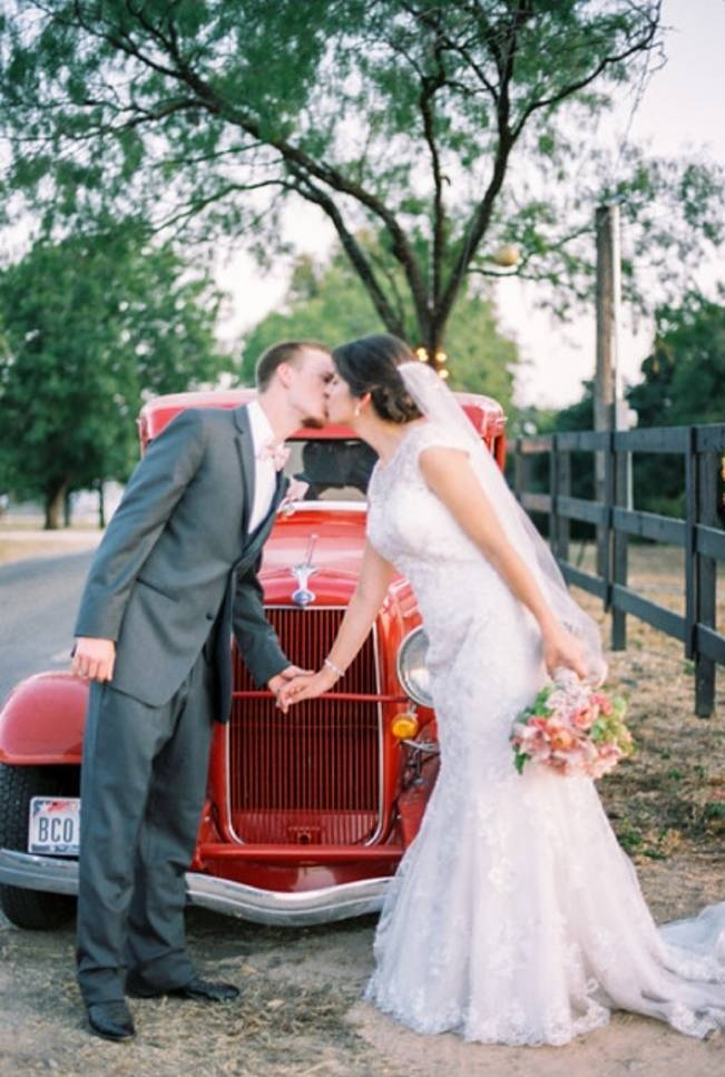 Rustic Chic Texas Barn Wedding - Stephanie Hunter Photography 15