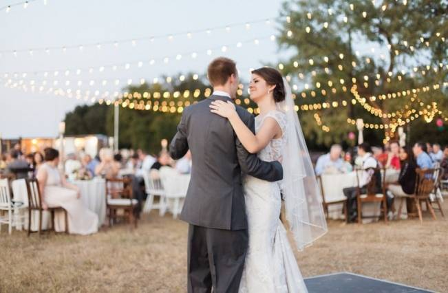 Rustic Chic Texas Barn Wedding - Stephanie Hunter Photography 21