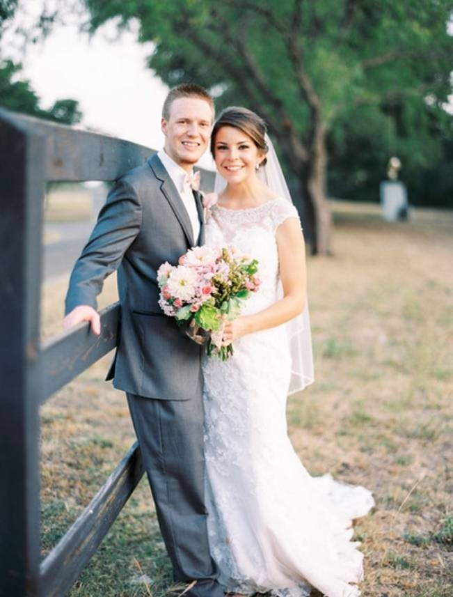 Rustic Chic Texas Barn Wedding - Stephanie Hunter Photography 5