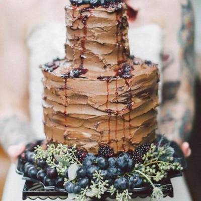 17 Deliciously Chocolatey Wedding Cakes