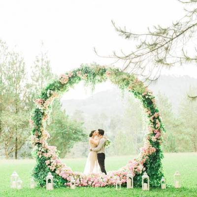 Oversized Wedding Wreath Inspiration