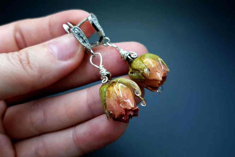 Frozen Roses Earrings 02