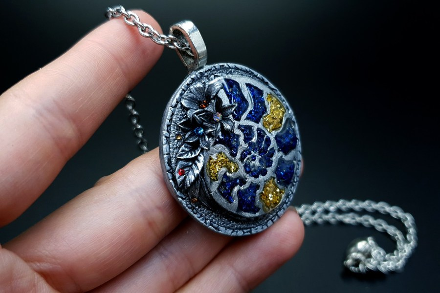 Product Fossilized Beauty Pendant 07