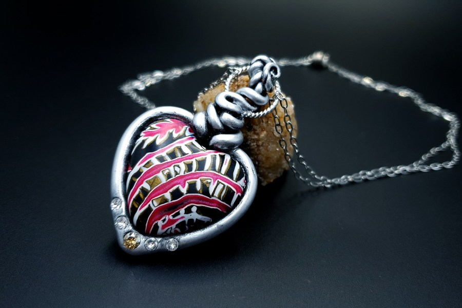 Product The Heart with Scars Pendant 02
