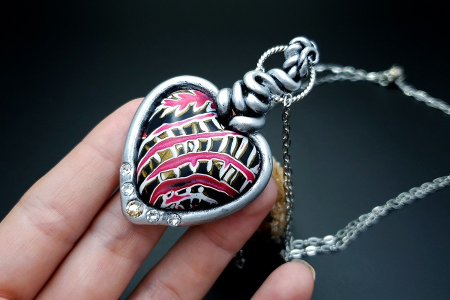 Product The Heart with Scars Pendant 05