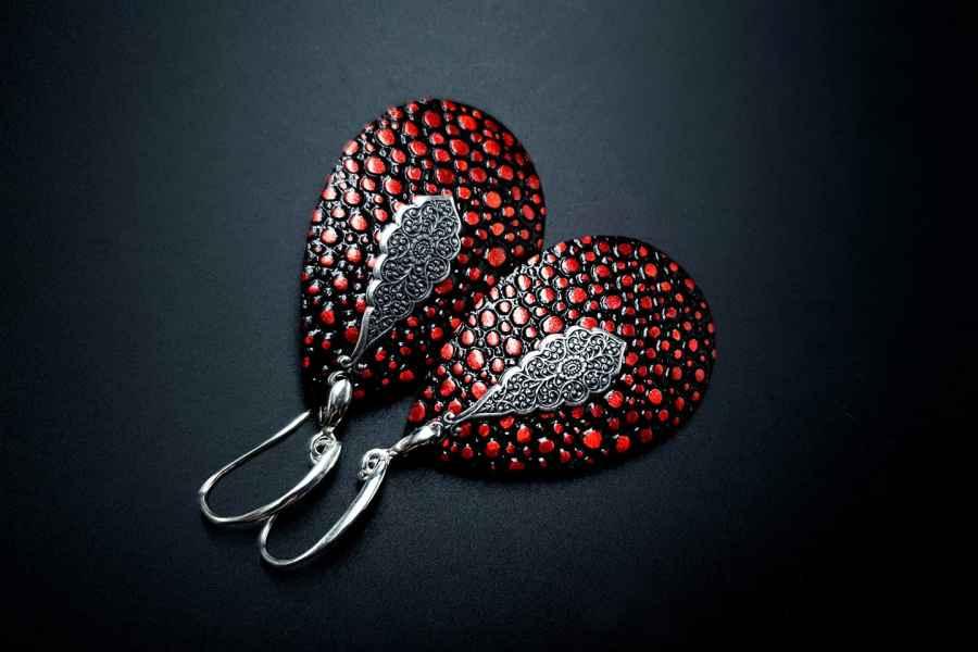 Earrings The Garnet 5