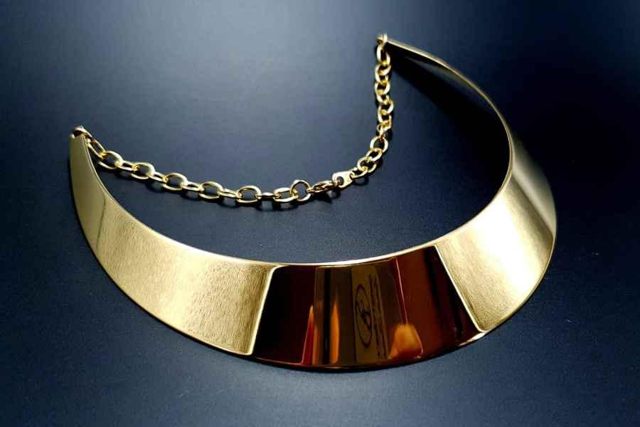 Metal Base Plain Golden Necklace 1