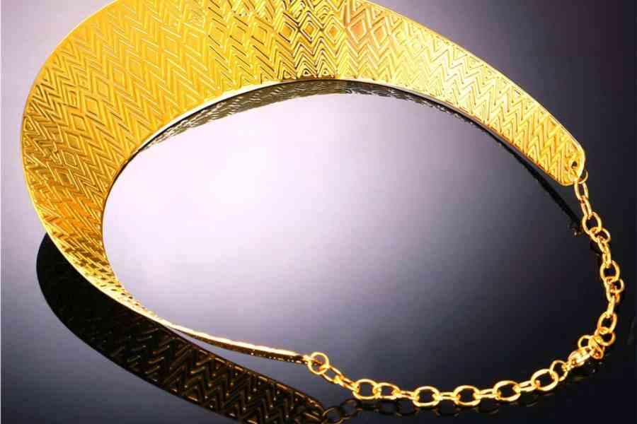 Metal Base Zigzag Pattern Golden Necklace 3
