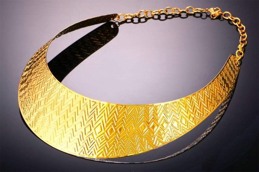 Metal Base Zigzag Pattern Golden Necklace 5