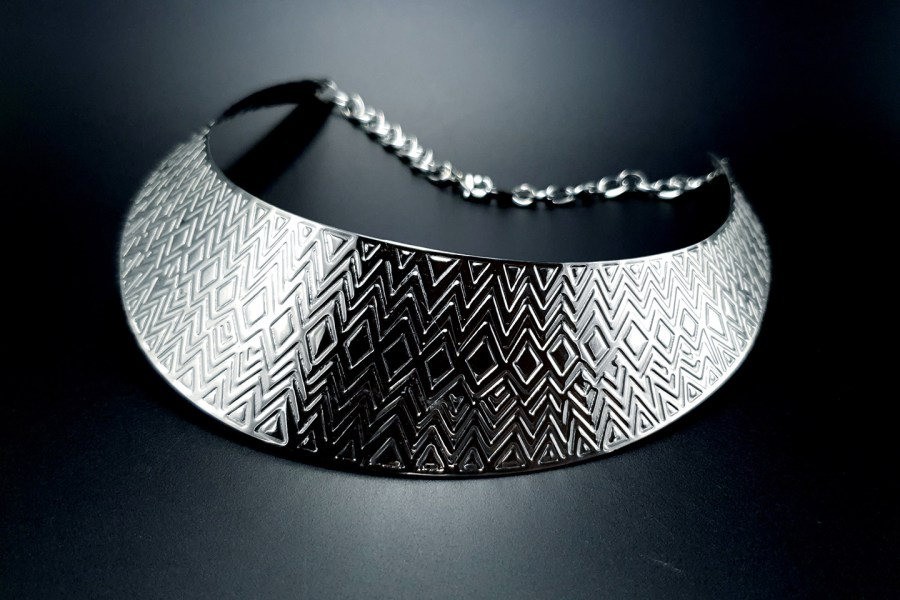 Metal Base Zigzag Pattern Silver Necklace 1