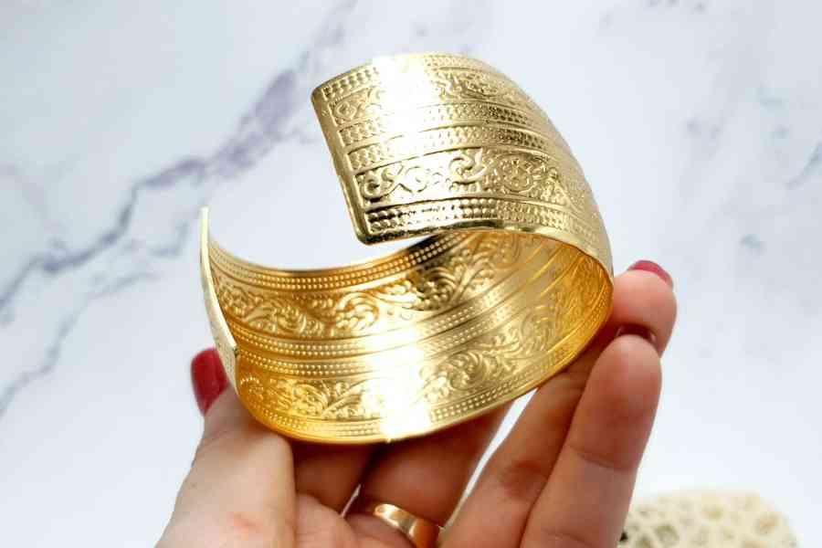 """Bracelet Metal Base """"Floral"""" Pattern  - Golden Color, 57mm 6"""