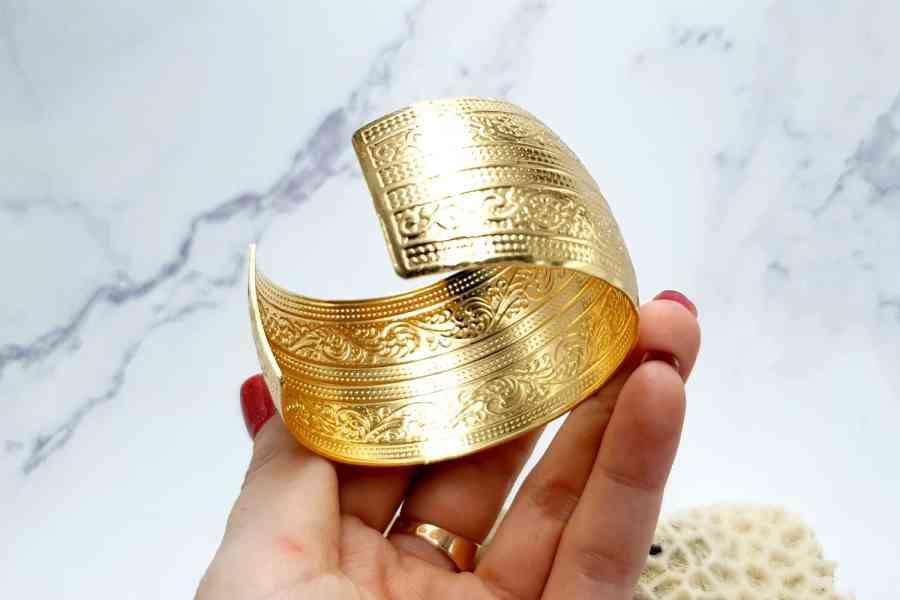 """Bracelet Metal Base """"Floral"""" Pattern  - Golden Color, 57mm 7"""