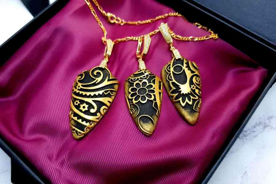 "Jewelry Set ""Golden Flowers on Black"" 1"