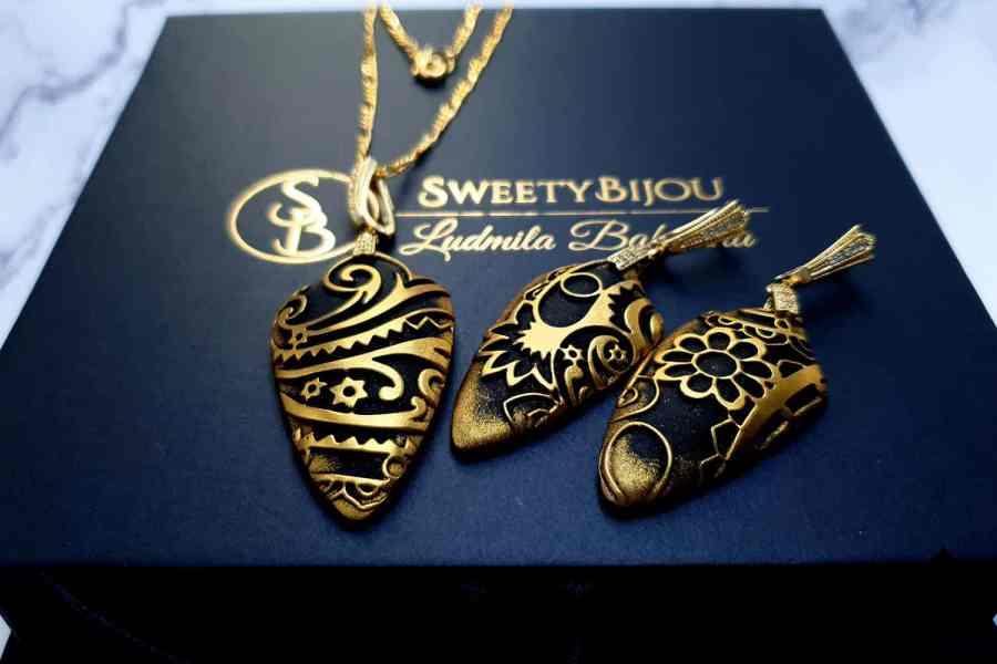 "Jewelry Set ""Golden Flowers on Black"" 10"