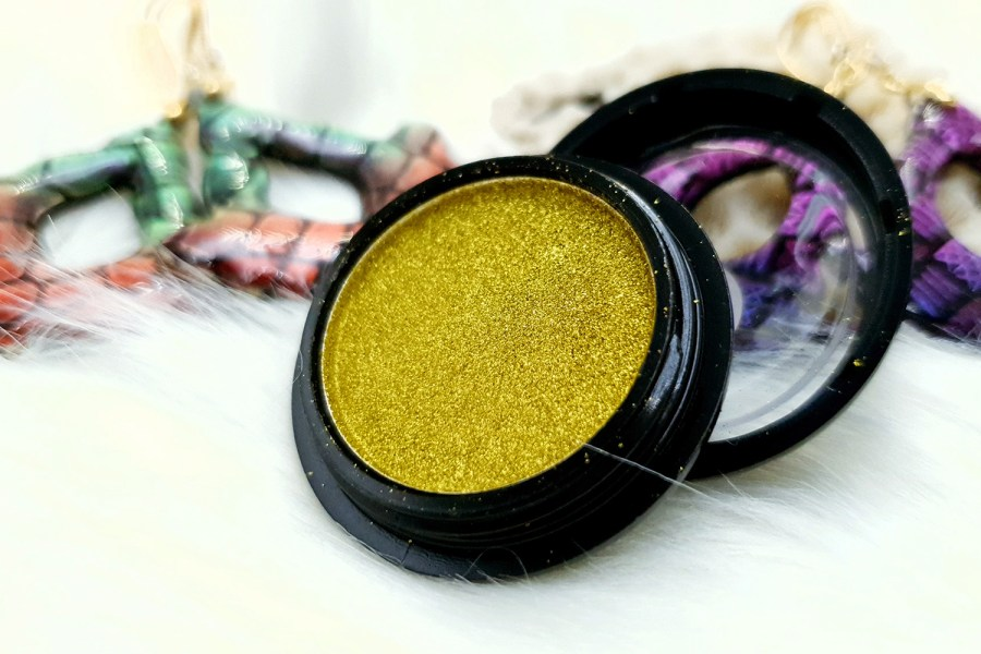 "Solid Powder ""Greenish Gold"" 1"