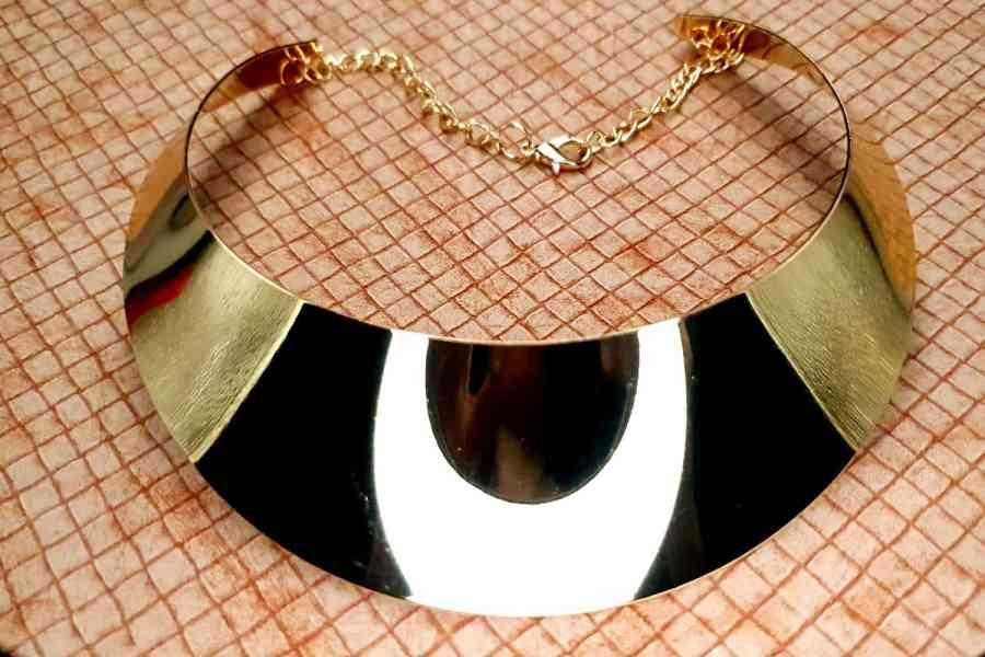 Golden Wide Necklace Base 3