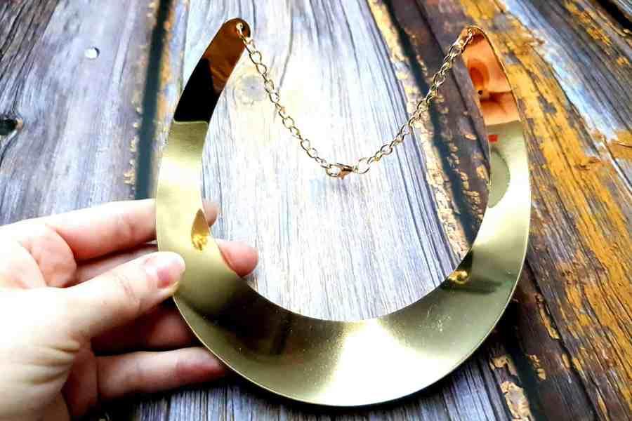 Golden Wide Necklace Base 5