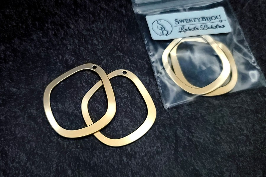 Pair of golden geometric charms for earrings 6