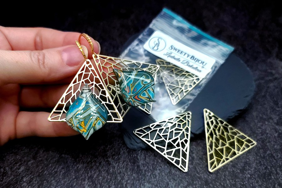 Pair of unique golden color triangle shape charms for earrings 5
