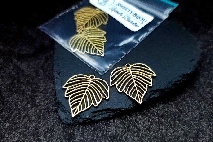 Pair of matt golden color beautiful leafs charms for earrings 3
