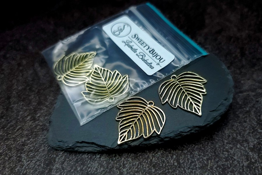 Pair of gloss golden color beautiful leafs charms for earrings 1