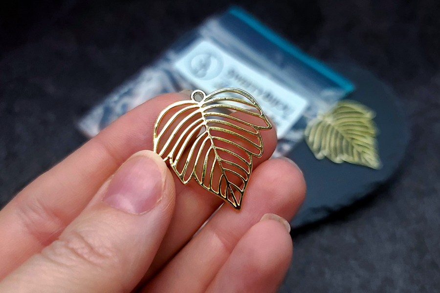 Pair of gloss golden color beautiful leafs charms for earrings 5
