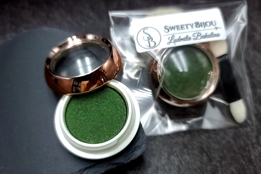 """Solid Powder """"Shaded Green"""" with Metal and Chrome Effect Pigment Powder 3"""
