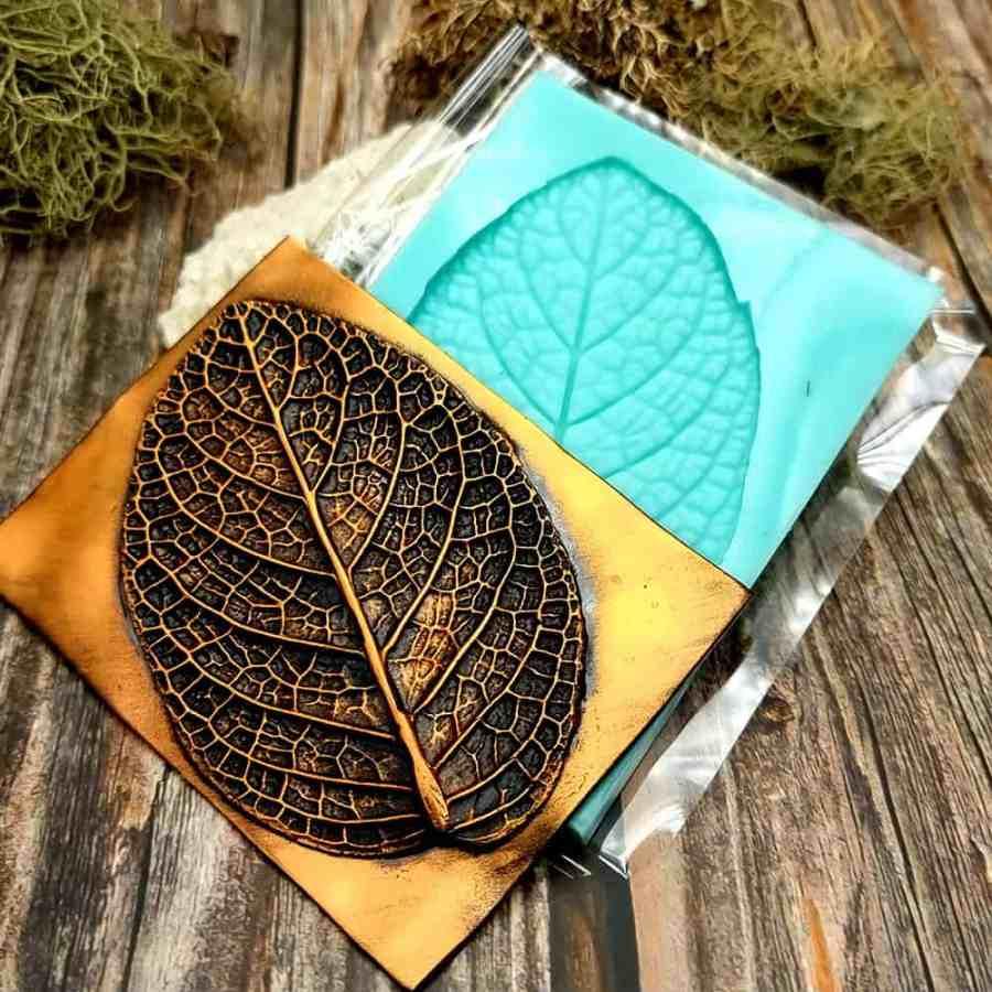 Deep Leaf Pattern - Handmade texture-mold of real leaf